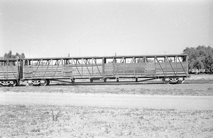 12.1971 Port Augusta - cattle vans CB785 CB763 on common underframe - before coding as CE763
