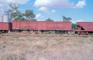 20.4.1980,Alice Springs - part NGF1328 + open wagon NGH1527 + part NB142?