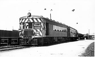 1937,railcar SAR Brill No. 41 - 3 car set at step down platform - Henley Beach line