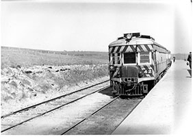 railcar SAR brill No. 42 in platform - Hallett Cove