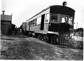 1948,railcar SAR brill 105 + brake van trailer - station building - passenger boarding - Beachport