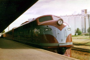 28.11.2000 GM 28 (renumbered as GM 22) in Port Pirie Platform
